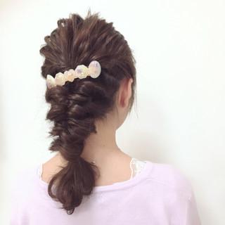 ミディアム くるりんぱ 編み込み フェミニン ヘアスタイルや髪型の写真・画像