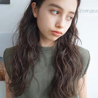ロング 外国人風 センターパート パーマ ヘアスタイルや髪型の写真・画像