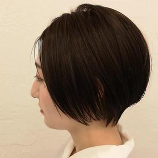 ショートボブ ナチュラル イルミナカラー ハンサムショート ヘアスタイルや髪型の写真・画像