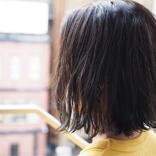 切りっぱなし 外ハネ アッシュベージュ ナチュラル ヘアスタイルや髪型の写真・画像