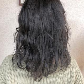 ラベンダーアッシュ ミディアム ラベンダーグレージュ ナチュラル ヘアスタイルや髪型の写真・画像
