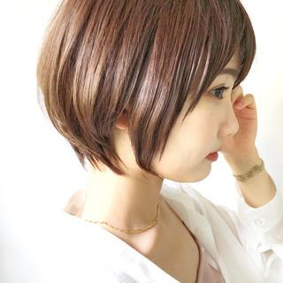 アンニュイほつれヘア 大人かわいい ナチュラル ショートレイヤー ヘアスタイルや髪型の写真・画像