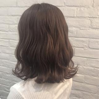 グレージュ フェミニン ミディアム ラベンダーグレージュ ヘアスタイルや髪型の写真・画像