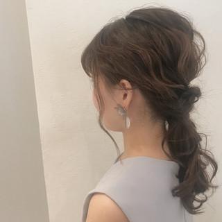デート 結婚式 セミロング ウェーブ ヘアスタイルや髪型の写真・画像