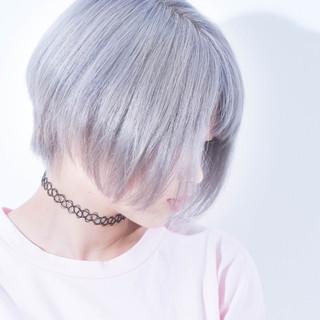 シルバーアッシュ ショートボブ ホワイトアッシュ ダブルカラー ヘアスタイルや髪型の写真・画像