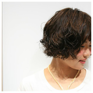 暗髪 ストリート ゆるふわ 丸顔 ヘアスタイルや髪型の写真・画像