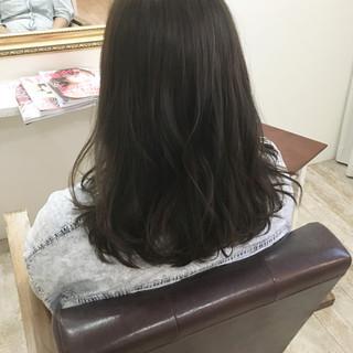 スモーキーアッシュ 艶髪 大人女子 ロング ヘアスタイルや髪型の写真・画像