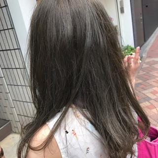 グレージュ セミロング ナチュラル 外国人風カラー ヘアスタイルや髪型の写真・画像