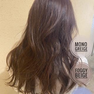 ベージュ ナチュラル セミロング アッシュグレージュ ヘアスタイルや髪型の写真・画像