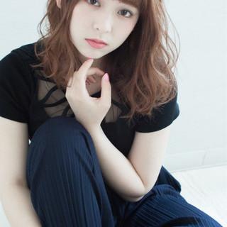 アンニュイ ハイライト ウェーブ 前髪あり ヘアスタイルや髪型の写真・画像