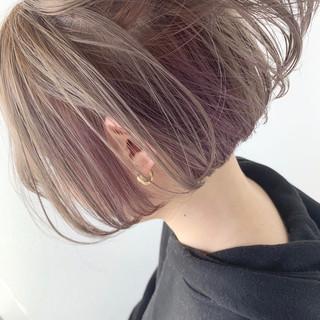 インナーカラーパープル フェミニン ボブ ホワイトシルバー ヘアスタイルや髪型の写真・画像