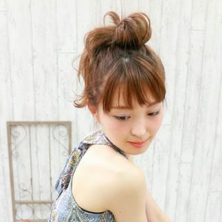 お団子 セミロング 夏 ヘアアレンジ ヘアスタイルや髪型の写真・画像