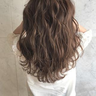 アンニュイ ウェーブ エレガント 上品 ヘアスタイルや髪型の写真・画像