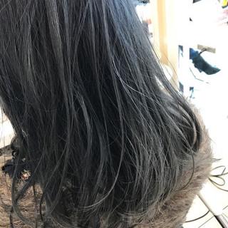 アッシュグレージュ ネイビーアッシュ セミロング ネイビーカラー ヘアスタイルや髪型の写真・画像