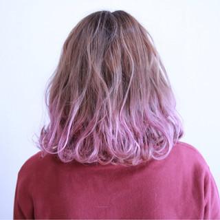 ハイトーン フェミニン グラデーションカラー 波ウェーブ ヘアスタイルや髪型の写真・画像