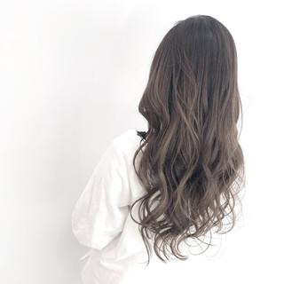 ブリーチ ストリート ミルクティーグレージュ コテ巻き ヘアスタイルや髪型の写真・画像