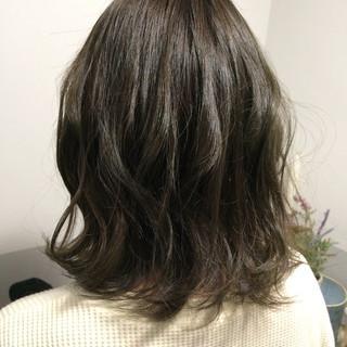 アッシュグレージュ ナチュラル アッシュベージュ ミルクティーベージュ ヘアスタイルや髪型の写真・画像
