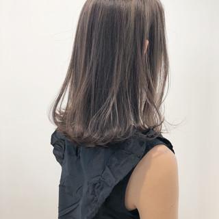 ハイライト グレージュ フェミニン ナチュラル ヘアスタイルや髪型の写真・画像
