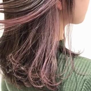 ピンクベージュ インナーカラー ピンクラベンダー デート ヘアスタイルや髪型の写真・画像