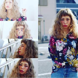 かっこいい ハイトーン 大人女子 ウェーブ ヘアスタイルや髪型の写真・画像