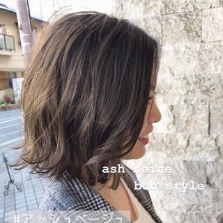 アッシュベージュ 切りっぱなしボブ 外ハネボブ モテボブ ヘアスタイルや髪型の写真・画像