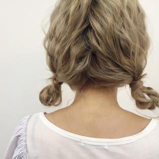 ねじり セミロング ツインテール ヘアアレンジ ヘアスタイルや髪型の写真・画像