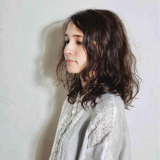 外国人風 アンニュイ ミディアム パーマ ヘアスタイルや髪型の写真・画像