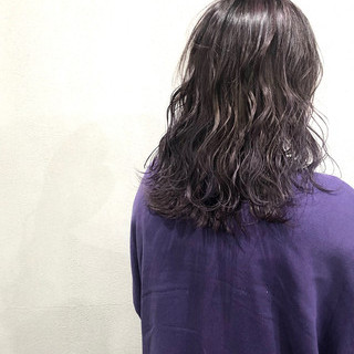 ナチュラル ミディアム 極細ハイライト ラベンダーアッシュ ヘアスタイルや髪型の写真・画像