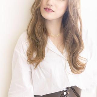 デート ロング ナチュラル 斜め前髪 ヘアスタイルや髪型の写真・画像