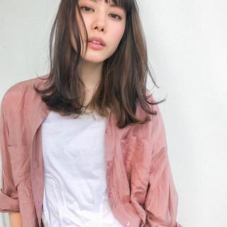 インナーカラー ショートバング ミルクティー ミディアム ヘアスタイルや髪型の写真・画像