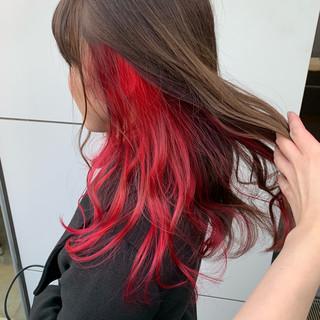 セミロング インナーカラー赤 インナーカラー インナーカラーレッド ヘアスタイルや髪型の写真・画像