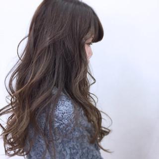 ロング ミルクティー アッシュ ガーリー ヘアスタイルや髪型の写真・画像