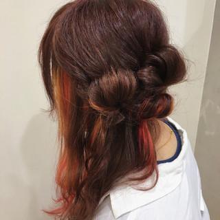 レッド インナーカラー ハーフアップ ピンク ヘアスタイルや髪型の写真・画像