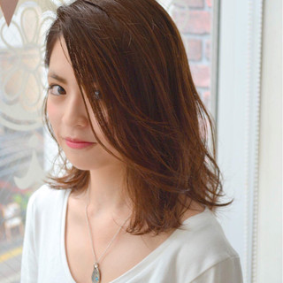 ミディアム 流し前髪 ゆるふわ 抜け感 ヘアスタイルや髪型の写真・画像