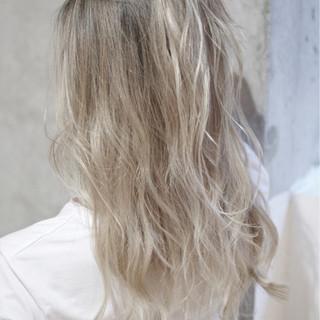 ハイトーン セミロング ダブルカラー ガーリー ヘアスタイルや髪型の写真・画像