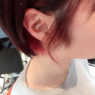 ツートン インナーカラー ピンク ショート ヘアスタイルや髪型の写真・画像