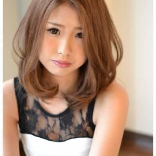 ミディアム 大人かわいい フェミニン 丸顔 ヘアスタイルや髪型の写真・画像