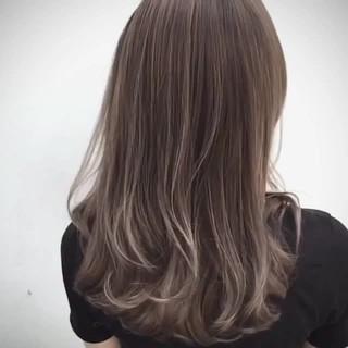 外国人風 グラデーションカラー セミロング ウェーブ ヘアスタイルや髪型の写真・画像