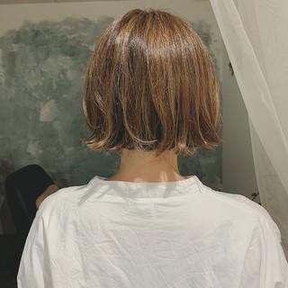 ボブ ハイライト 前髪あり 切りっぱなしボブ ヘアスタイルや髪型の写真・画像