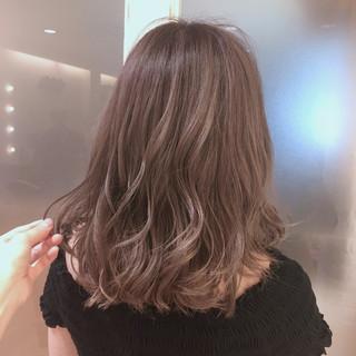 セミロング 透明感 ハイトーン 秋 ヘアスタイルや髪型の写真・画像
