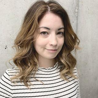 バレイヤージュ ハイライト ロング エレガント ヘアスタイルや髪型の写真・画像