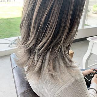 ホワイトベージュ バレイヤージュ 透明感カラー ナチュラル ヘアスタイルや髪型の写真・画像
