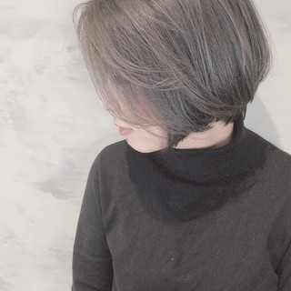 まとまるボブ アッシュグレージュ ボブヘアー ミルクグレージュ ヘアスタイルや髪型の写真・画像