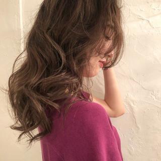 外国人風カラー デート グレージュ エレガント ヘアスタイルや髪型の写真・画像