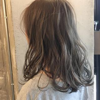 外国人風カラー アッシュ リラックス セミロング ヘアスタイルや髪型の写真・画像