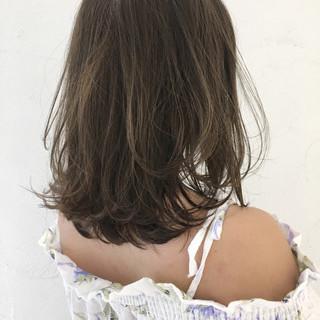 抜け感 ハイトーン ガーリー グレージュ ヘアスタイルや髪型の写真・画像