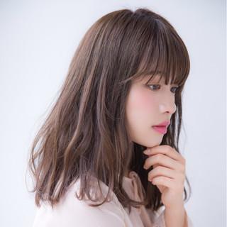 セミロング ミディアム ニュアンス フェミニン ヘアスタイルや髪型の写真・画像