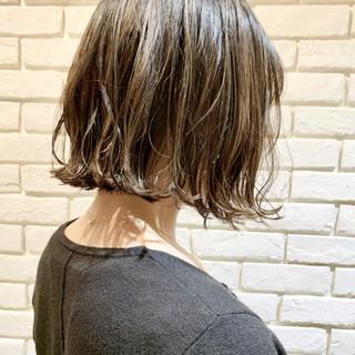 アッシュベージュ ボブ アンニュイほつれヘア 透明感カラー ヘアスタイルや髪型の写真・画像