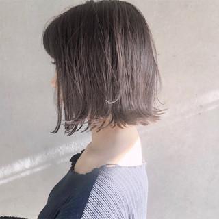 ミルクティーベージュ ナチュラル 切りっぱなしボブ 外ハネボブ ヘアスタイルや髪型の写真・画像