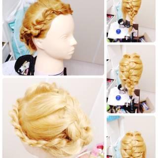ねじり 編み込み フェミニン ガーリー ヘアスタイルや髪型の写真・画像